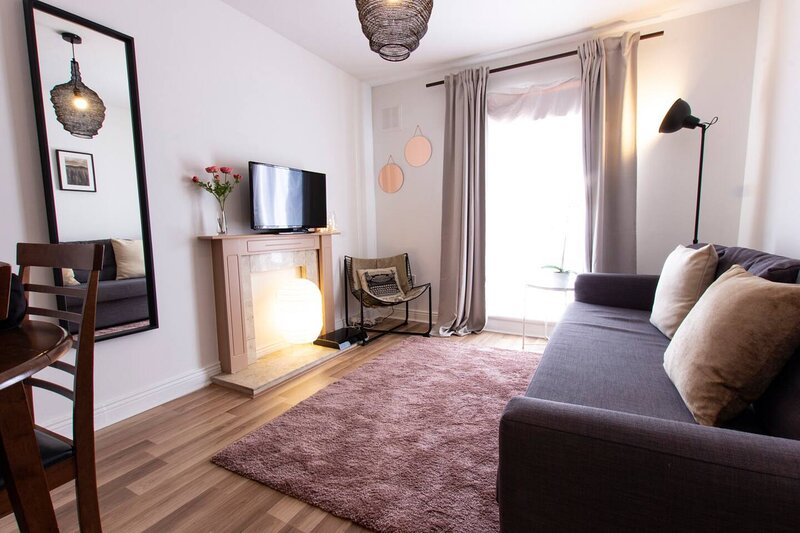 Central 1-Bed Apartment in Dublin 1, holiday rental in Swords