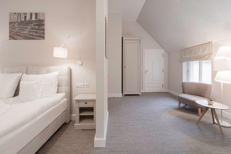 Manowce Palace - Quadruple Room with Garden View (Room 7), location de vacances à Nowe Warpno