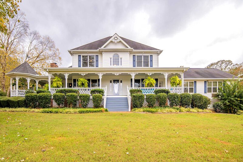 NEW! 80-Acre Private Estate w/ Pool; Pets Allowed!, holiday rental in Madison