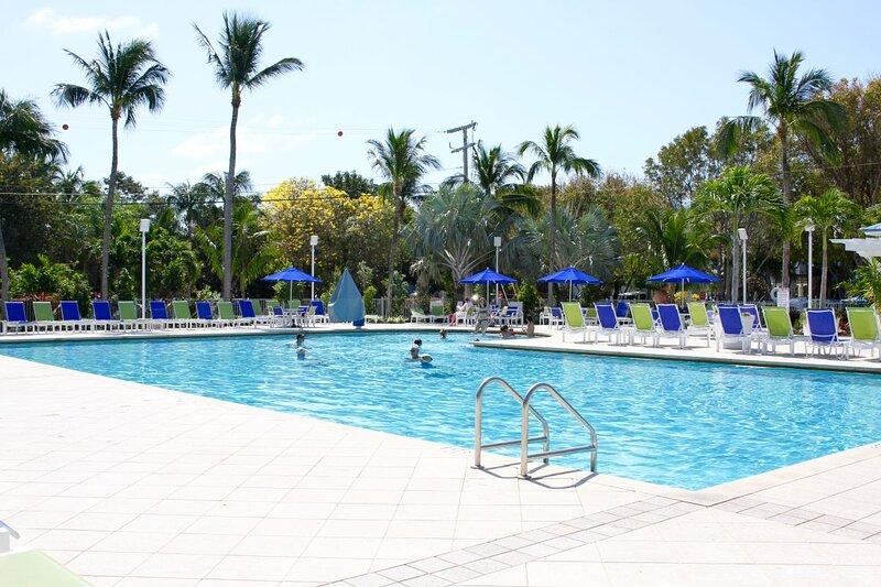 Amazing Resort! 4 Stunning Units, Pool, Hot Tub, Parking, holiday rental in Marathon Shores