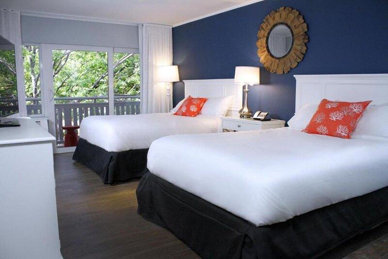 Amazing Resort! 4 Stunning Units, Pool, Hot Tub, Parking, alquiler de vacaciones en Marathon Shores