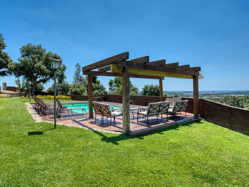 AWESOME HOUSE IN VALL-LLOBREGA WITH SWIMMING POOL, vacation rental in Vall-Llobrega