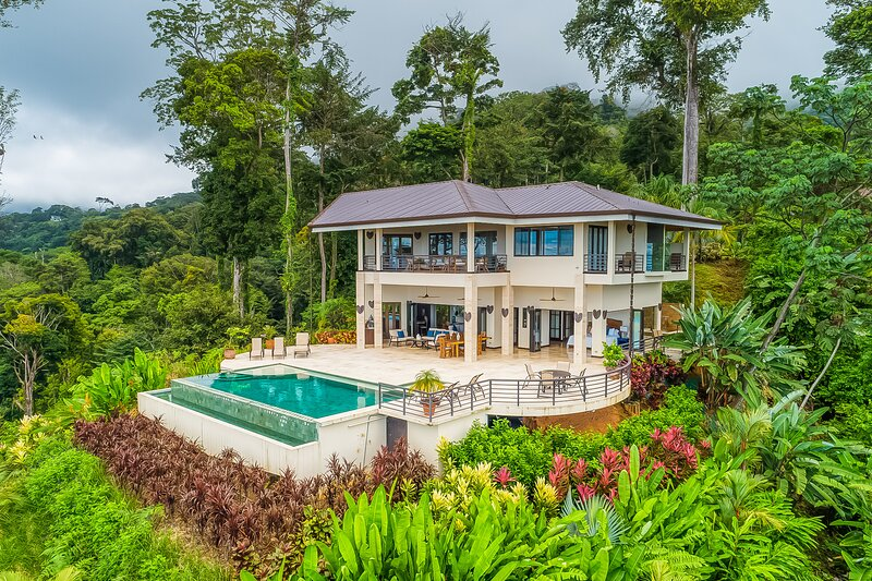 Luxurious jungle retreat w/ private infinity pool & panoramic ocean views! – semesterbostad i Penas Blancas