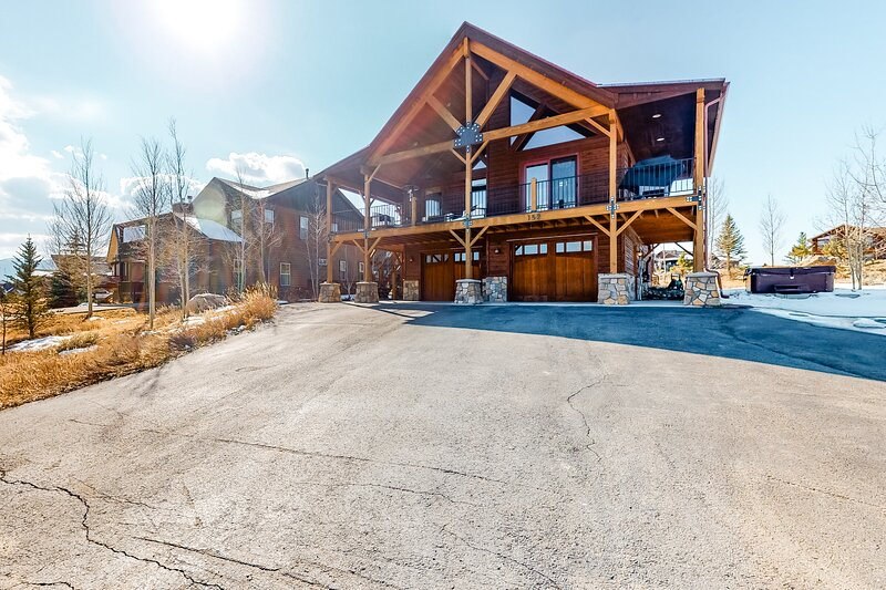 Open & airy retreat w/ a private hot tub, free WiFi, a gas fireplace, & grill, location de vacances à Tabernash