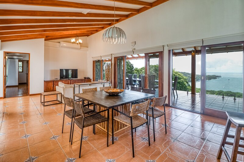 Luxury retreat w/ uninterrupted sea views, perfect location, & covered terrace!, vakantiewoning in Area de Conservacion Guanacaste