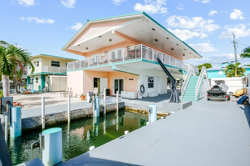 Fun waterfront home with free WiFi, dock, central AC, and washer/dryer!, alquiler de vacaciones en Sunset Point