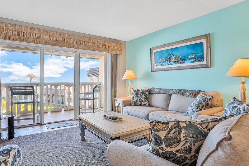 Ocean view condo with shared pool and high-speed WiFi - snowbird-friendly!, location de vacances à Edgewater