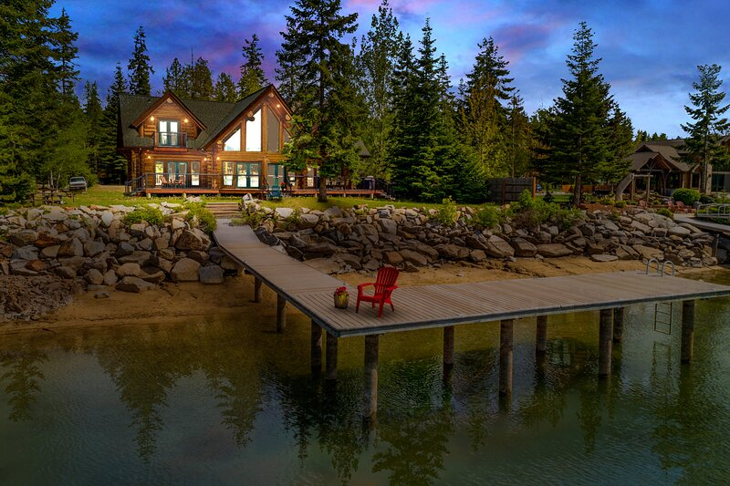 Waterfront estate on Pend Oreille River w/ private dock, free WiFi, & river view, vacation rental in Laclede