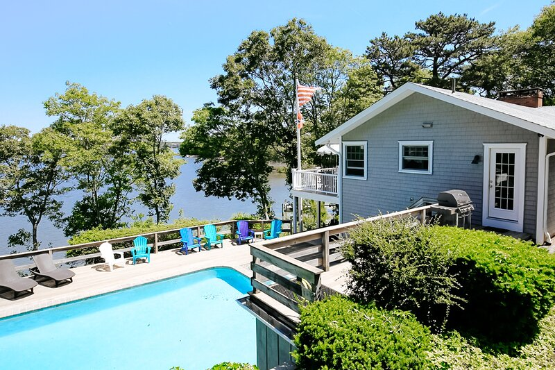 Dog-friendly, waterfront home w/ a beach, private pool, central A/C, & kayaks, casa vacanza a Cotuit