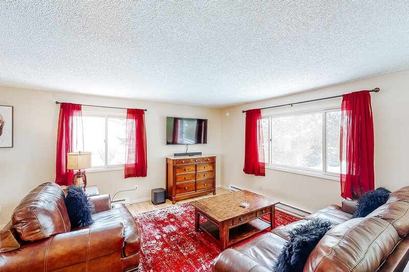 Family-friendly home w/private washer/dryer, high-speed WiFi, gas grill, & more, location de vacances à Creston