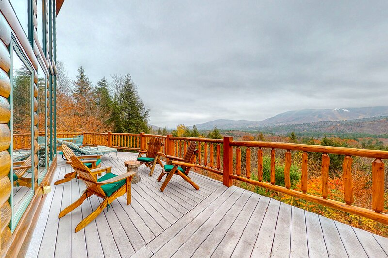 Custom lodge w/ 180-degree mountain view, expansive deck & PetSafe dog fence!, vacation rental in Andover