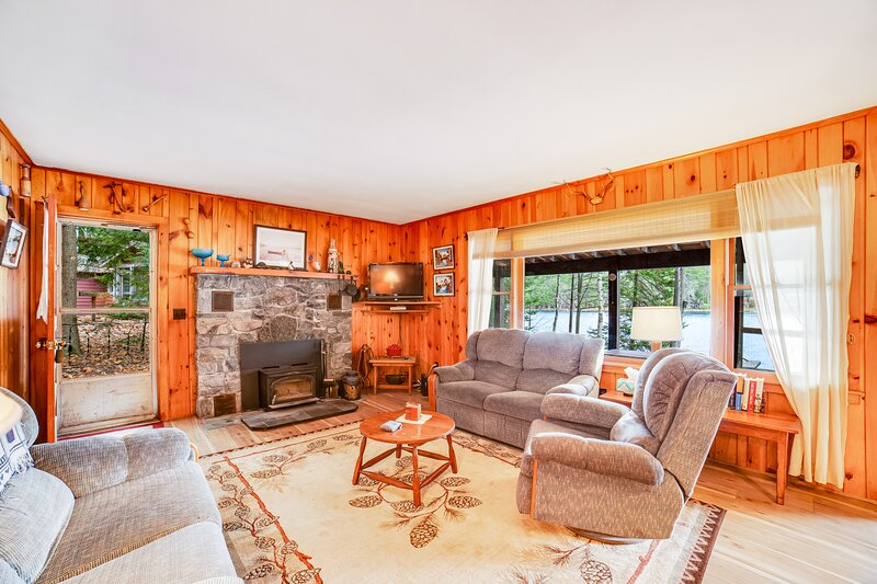 Lakefront Home W/ WiFi, Dock, Lake Views From Deck & Screened-In Porch!, holiday rental in Brant Lake