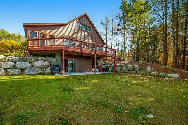 Gorgeous, lakefront home w/ a firepit, two living areas, & a sunroom, vacation rental in Chestertown
