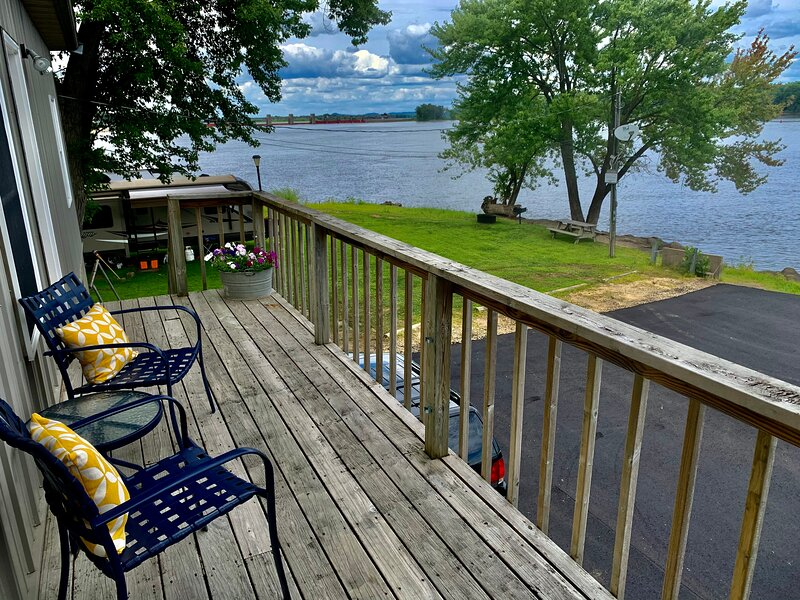 Mississippi River Cabin, vacation rental in Savanna
