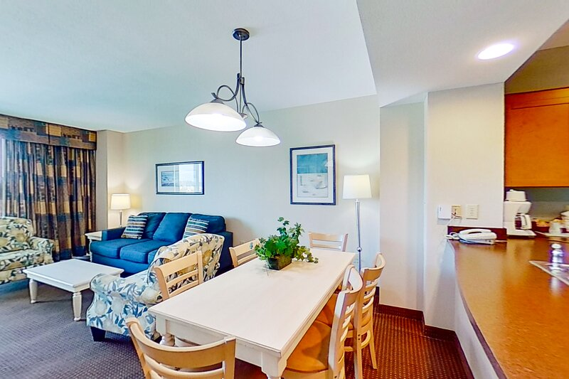 5th floor condo w/ private W/D, WiFi, shared hot tub, marina view, & central AC, vacation rental in Longs