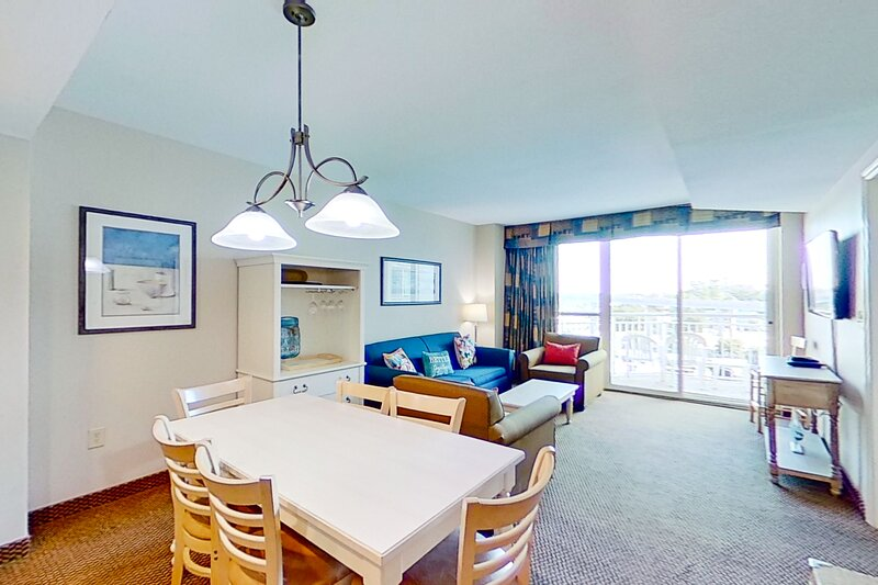 5th floor condo w/ marina View, private W/D, shared hot tub, shared pool & WiFi, vacation rental in Longs