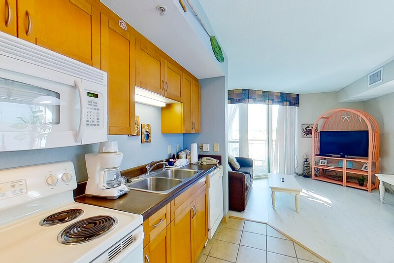 3rd floor condo w/ shared hot tub, WiFi, central AC, private W/D, & marina View, vacation rental in Longs