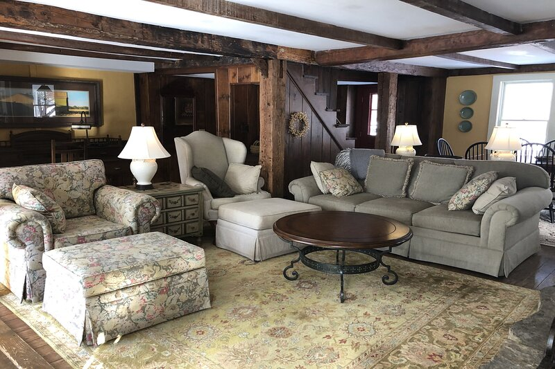 Spectacular 7-Bedroom Family Home w/Deck Views/Free WiFi/Near Skiing - Dogs OK!, vacation rental in Chesterfield