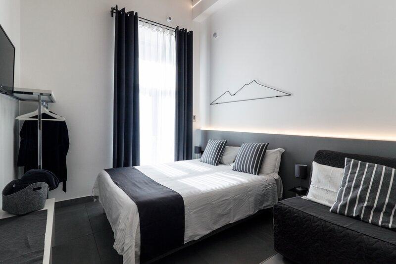 VESUCHARME Suite Luxury Room, location de vacances à Naples