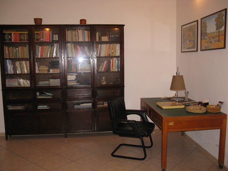 Appartamento tre vani arredato e ristrutturato a pochi metri dal centro storico., holiday rental in Santa Margherita di Belice