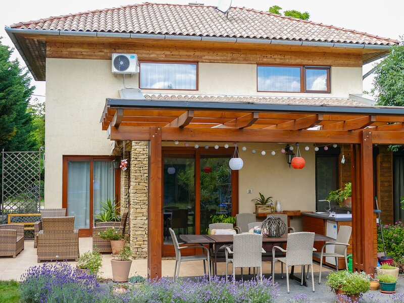 Villa Mediterran, holiday rental in Balatonszemes