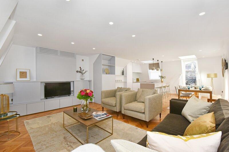 Amazing new Mayfair 2 Bedroom Air Conditioned Apartment Free WiFi, alquiler de vacaciones en Londres