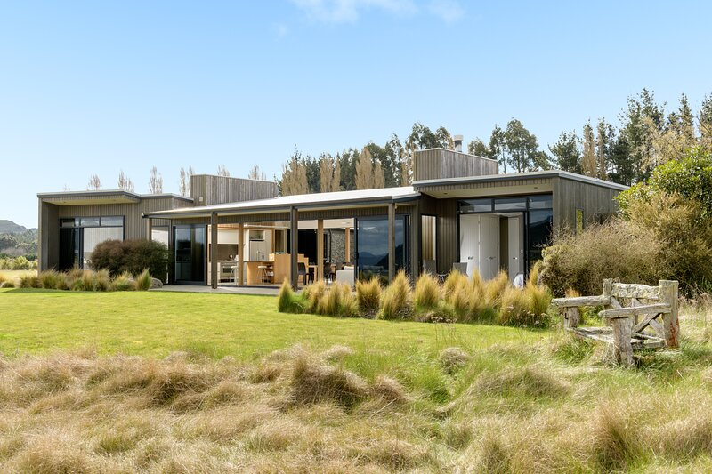 Luxury 4 Bedroom holiday home at The Kinloch Club Golf Course, New Zealand, casa vacanza a Ohakuri