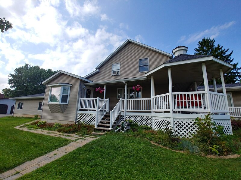 Entire Apartment * Blue Bridge * No Cleaning & Hidden Fees * at City of Cornell, holiday rental in Holcombe
