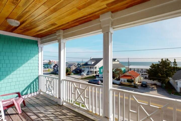Ocean Views, Very Close Beach Access, Elevator, Pet Friendly, Spacious - over 2,, vacation rental in Kure Beach