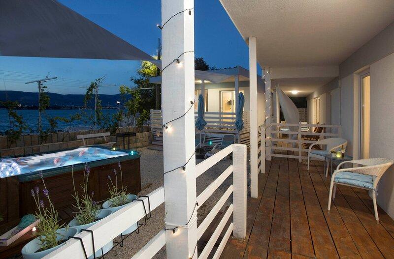 Beachfront Mobile Homes Village, alquiler de vacaciones en Arbanija