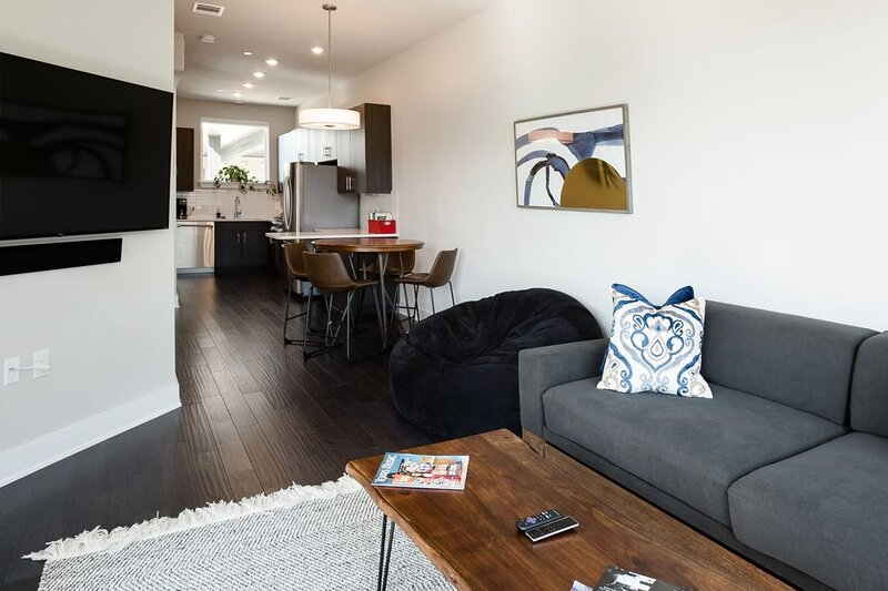 Capitol View Condos by One Fine Flat - Paramount, holiday rental in Austin