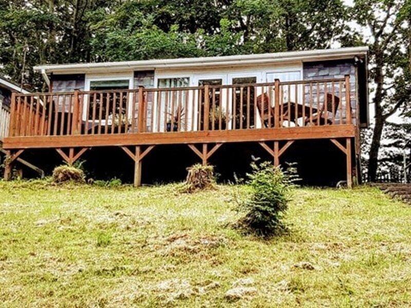 Inviting Holiday Cabin in Caernarfon, Snowdonia, vacation rental in Bontnewydd