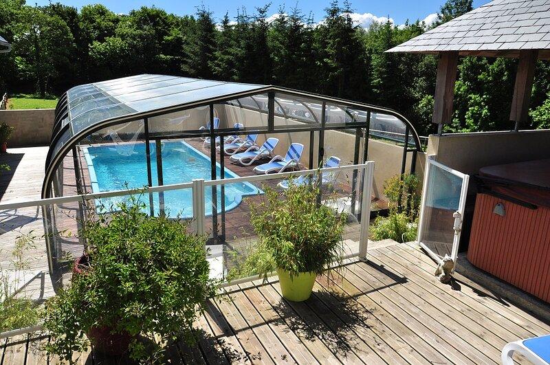 Gîtes à Lopéau 14 personnes avec piscine/spa, proche mer, activités touristiques, location de vacances à Plogonnec