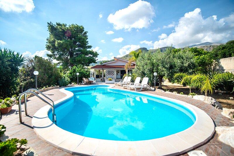 Villa La Vela con piscina e spiaggia privata Scopello, holiday rental in Villaggio Sporting