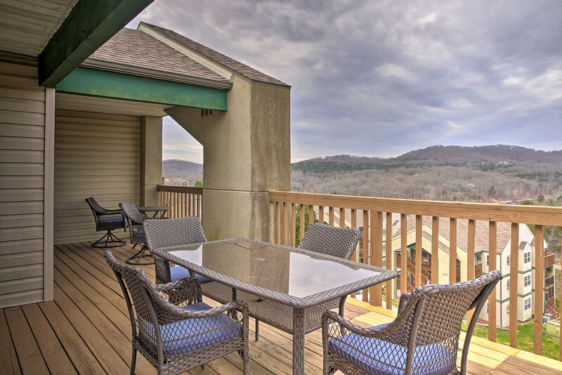 NEW! Lakeside Condo 1 Mile to Silver Dollar City!, vacation rental in Indian Point