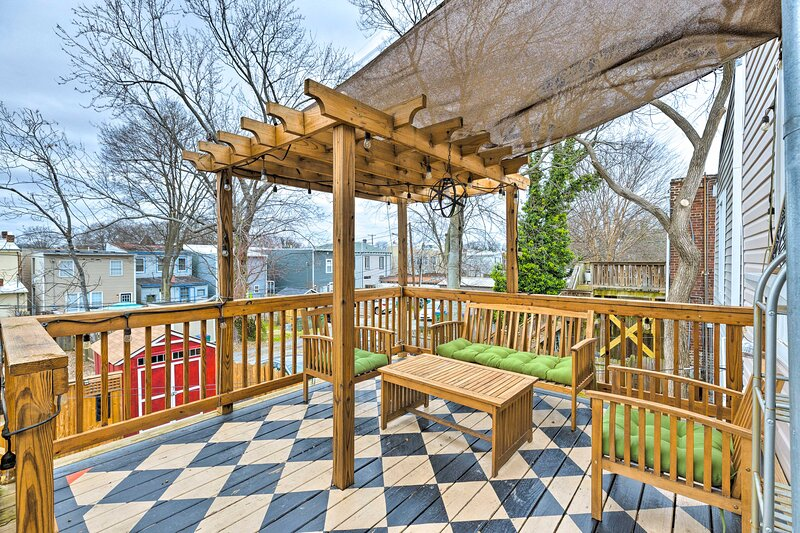 NEW! Chic Richmond Apartment with Deck and Patio!, holiday rental in Hanover