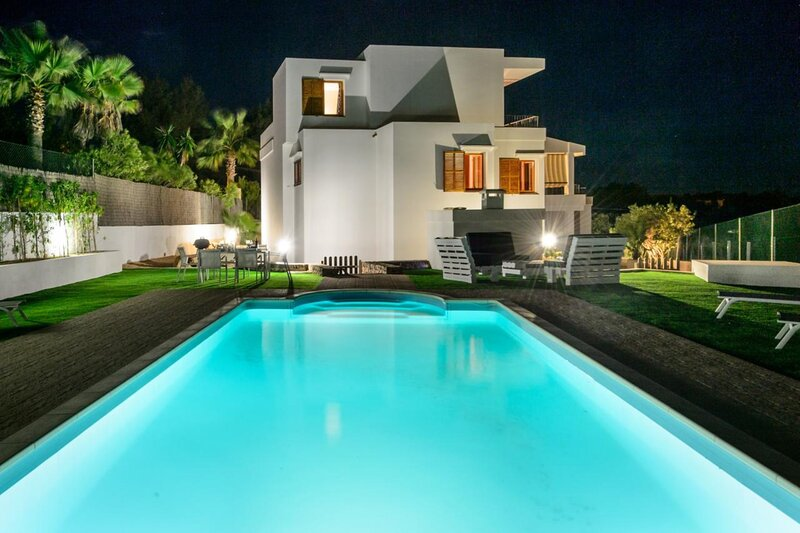 Villa - 4 Bedrooms with Pool and WiFi - 108980, holiday rental in Talamanca