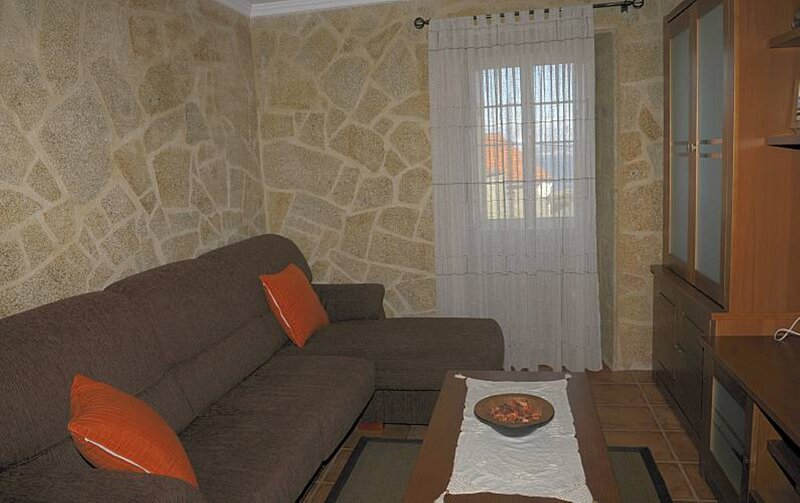 House - 4 Bedrooms with WiFi - 108966, location de vacances à O Pindo