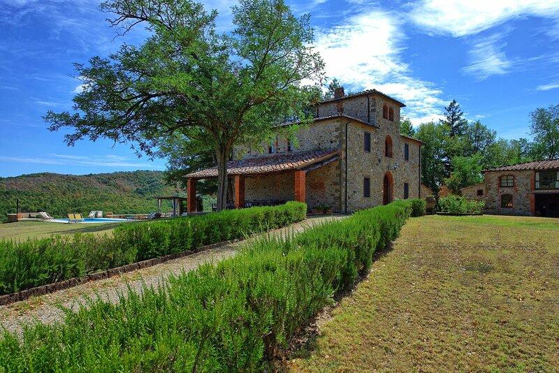 Castello di Montalto Villa Sleeps 22 with Pool Air Con and WiFi - 5241842, casa vacanza a Monastero d'Ombrone