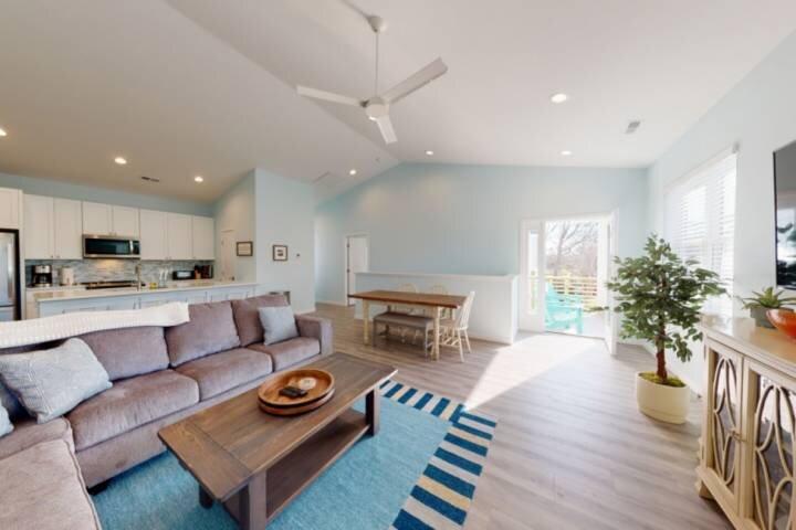 New Townhome, Central Location - Pet Friendly, Biking, Hiking, Beach all close b, vacation rental in Carolina Beach