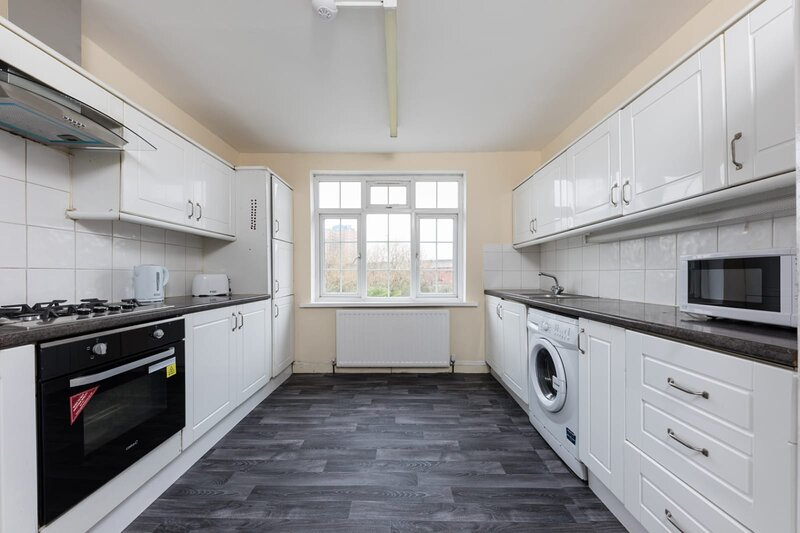 Immaculate 4-Bed Apartment in Ilford, location de vacances à Ilford