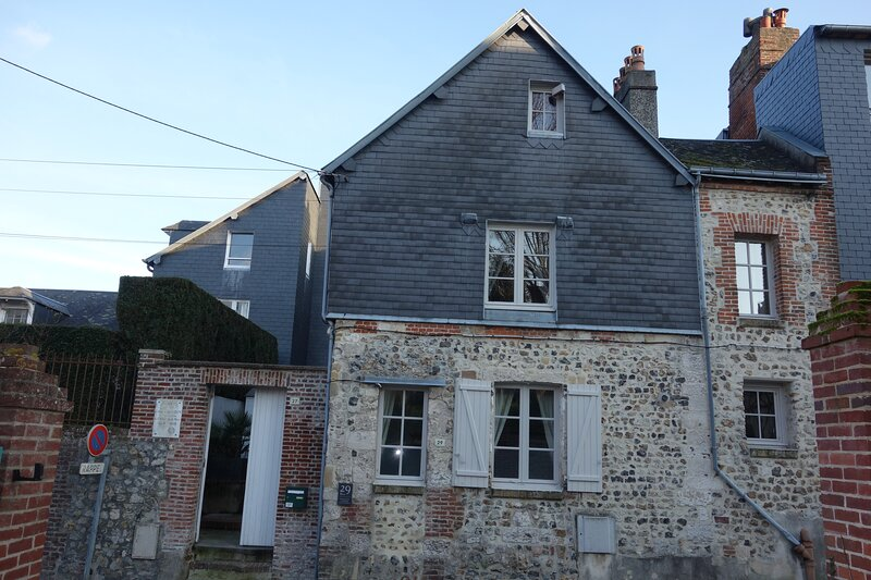 Delightful 17th Century Cottage Classified 2 stars, casa vacanza a Honfleur