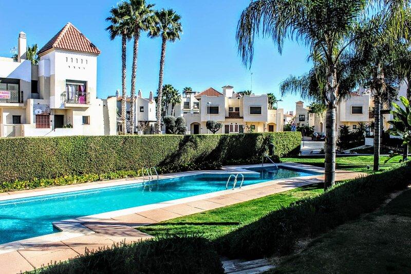Casa Delujo at Roda Golf and Beach Resort, 2 Bedroom Townhouse with pool views., alquiler de vacaciones en San Cayetano