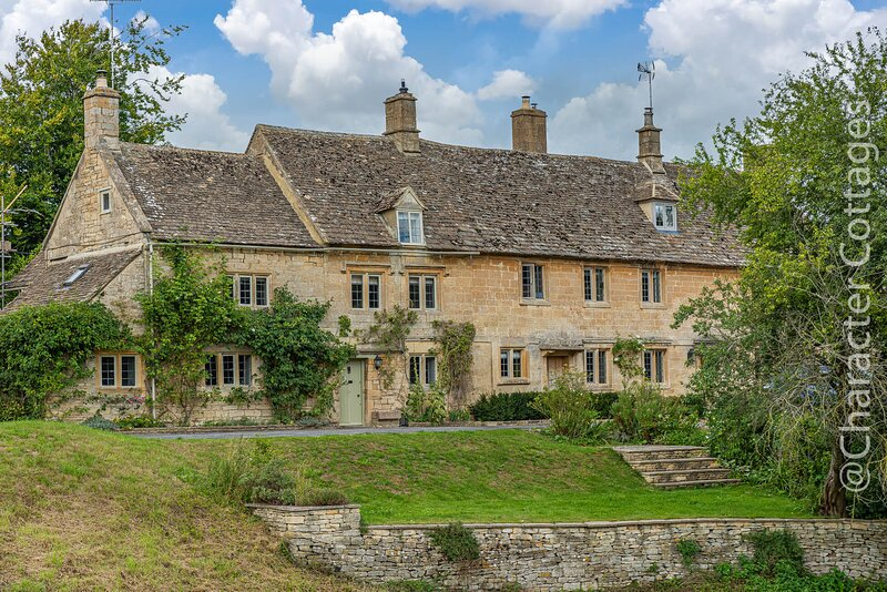 Greenview Cottage is an exquisite Grade II listed property in Little Barrington, location de vacances à Holwell