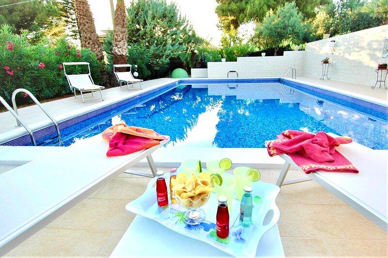 Villa Azzurra con piscina, holiday rental in Trappeto