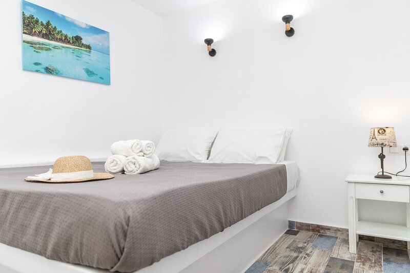 Depis luxury suites naxos / superior apartment quadruble, holiday rental in Koronos
