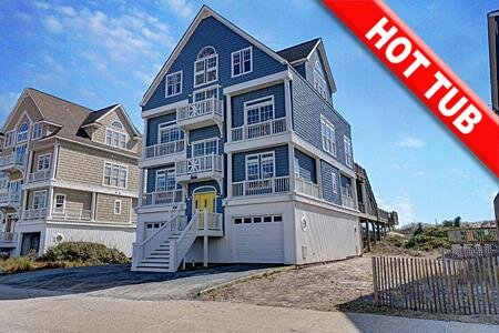 Fantasea - 7BR Oceanfront House in North Topsail Beach with Hot Tub & Elevator, holiday rental in North Topsail Beach
