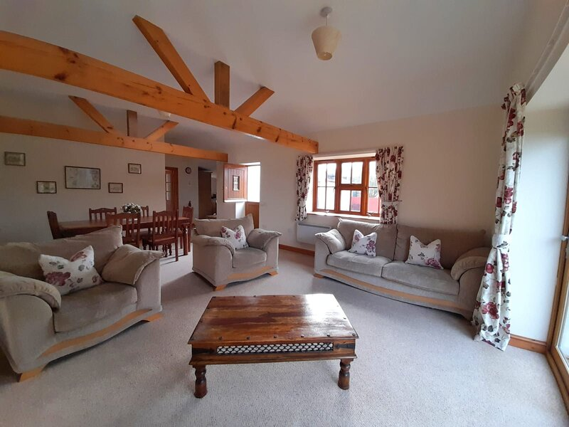 Holly Cottage at Heol Las Farm, holiday rental in Monknash