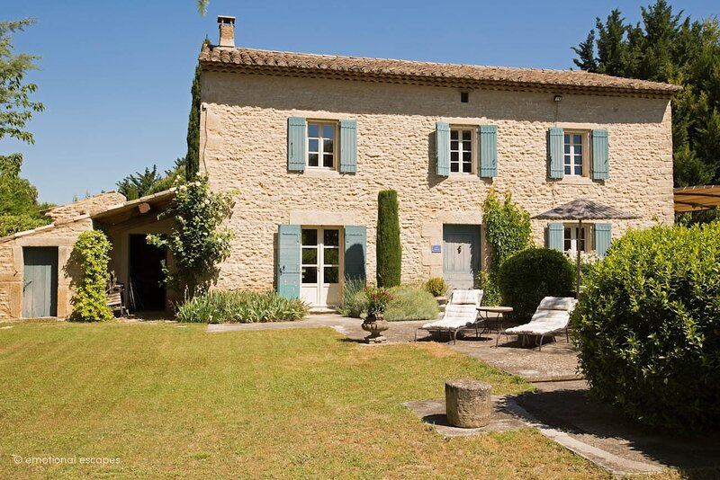 Coustellet Holiday Home Sleeps 6 with Pool and WiFi - 5879661, holiday rental in Cabrieres-d'Avignon