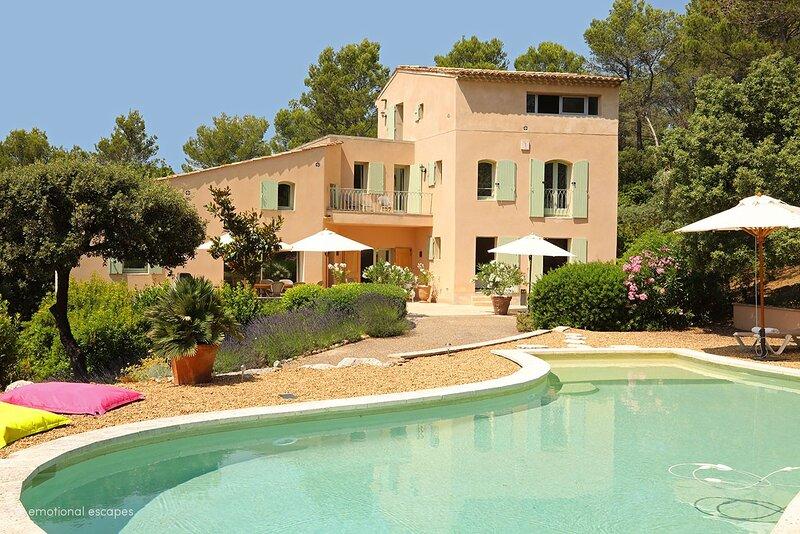Lourmarin Holiday Home Sleeps 8 with Pool and WiFi - 5879666, holiday rental in Lourmarin
